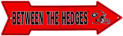 Georgia - Between The Hedges Arrow Sign